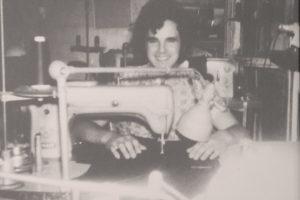 Antonio Melileo a lavoro in una sartoria a Parigi negli anni '70
